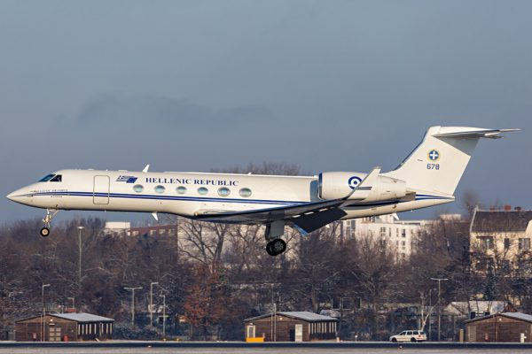 Hellenic Air Force Embraer 145 '678' (© D. Kahra)