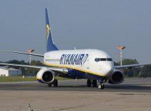 Boeing 737-800 der Ryanair am Flughafen Berlin-Schönefeld (© O. Pritzkow)