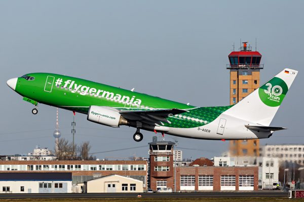 """Germania Boeing 737-700 D-AGER in Sonderbemalung '30-Jahre"""" (© D. Kahra)"""