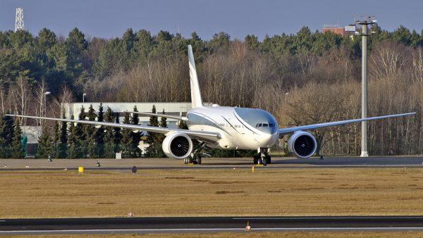 Aviation Link Company Boeing 777-200LR VP-CAL (© Basti)