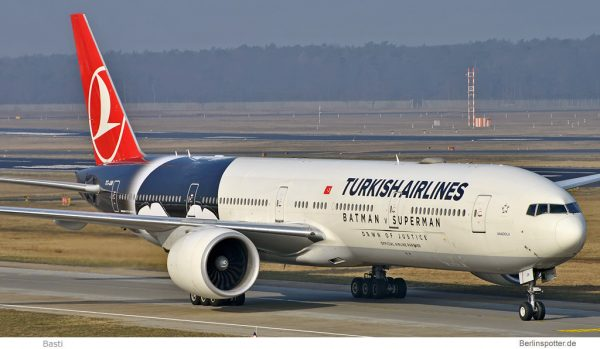 Turkish AIrlines Boeing 777-300ER TC-JJN (© Basti)