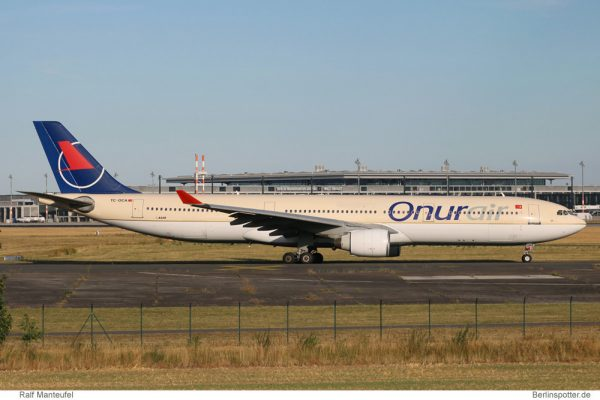 Onur Air Airbus A330-300 TC-OCA (Berlin SXF 22.7. 2016)