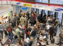 Passagiere an Gate 9 (© FBB/G. Wicker)