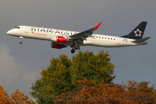Austrian Airlines, Embraer 195LR OE-LWH (TXL 23.10. 2016)