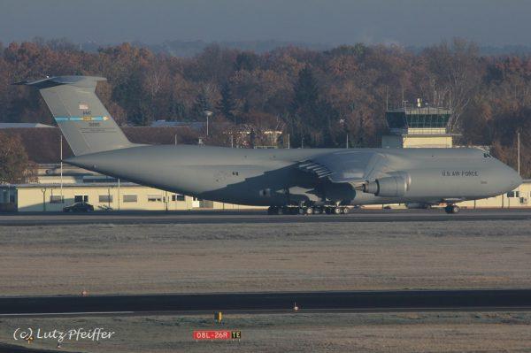 US Air Force Lockheed C-5M Galaxy 83-1285 (TXL 14.11. 2016)