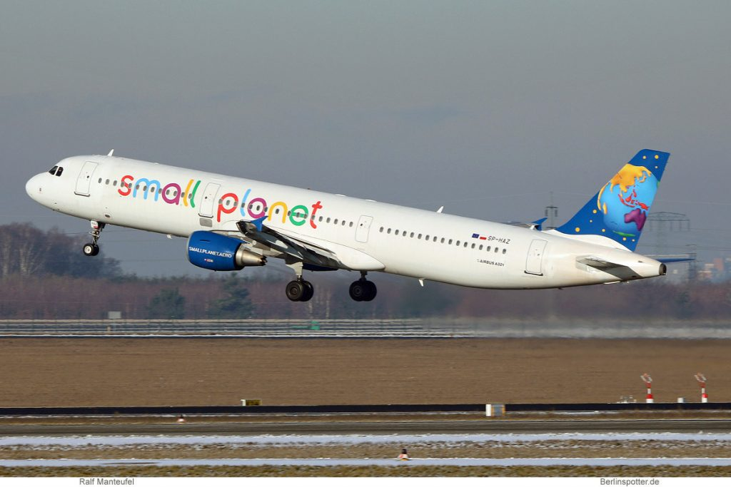 Small Planet Airlines Poland, Airbus A321-200 SP-HAZ (SXF 17.1. 2017)