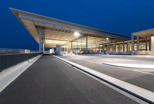 BER-Terminal bei Nacht (© A. Obst, M. Schmieding/FBB)