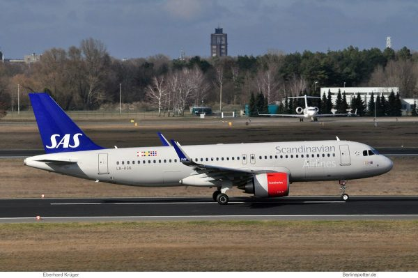 SAS Scandinavian Airlines, Airbus A320neo LN-RGN (TXL 11.3. 2017)