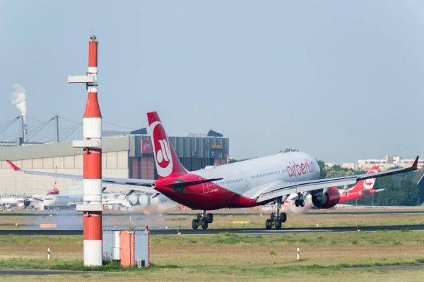 Start eines Airbus A330 der Air Berlin am Tegel Airport (Foto: G. Wicker/FBB)