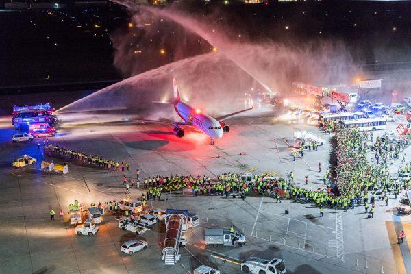 Begrüßung des letzten Air-Berlin-Flugs am späten Abend des 27.10. 2017 (Foto: G. Wicker/FBB)