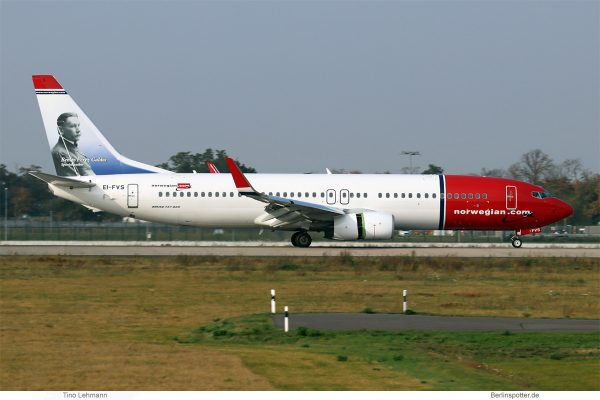 Norwegian Air International, Boeing 737-800(WL) EI-FVS, Benito Pérez Galdós im Tail (SXF 18.10. 2017)