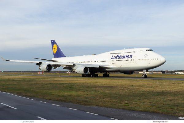Lufthansa Boeing 747-400 D-ABVT (TXL 23.11. 2017)