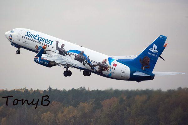 SunExpress Boeing 737-800(WL) TC-SNN, Playstation-Bemalung (TXL 2.11. 2017)