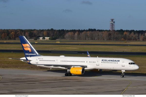 Icelandair Boeing 757-200(WL) TF-FIC (TXL 17.11. 2017)