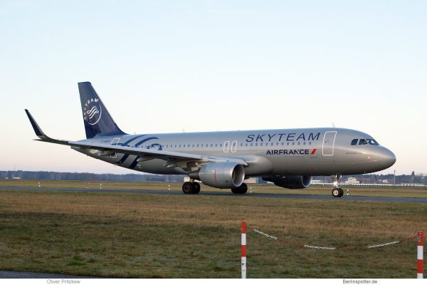 Air France, Airbus A320-200(SL) F-HEPI, SkyTeam-Bemalung (TXL 26.12. 2017)