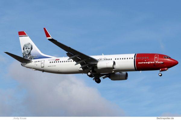 Norwegian Air Shuttle, Boeing 737-800(WL) LN-NIJ, Jens Moe im Tail (SXF 24.2. 2018)