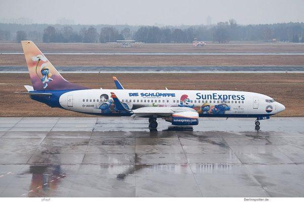 SunExpress Deutschland, 737-800(WL) D-ASXB, Schlümpfe-Bemalung (TXL 18.3. 2018)
