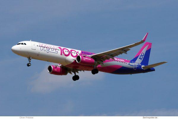 Wizz Air, Airbus A320-200(SL) HA-LTD, 100th Airbus cs. (SXF 12.8. 2018)