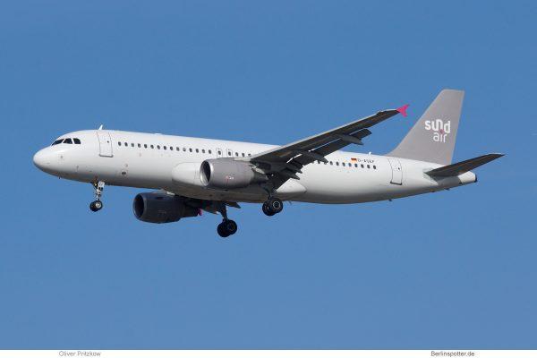 Sundair, Airbus A320-200 D-ASEF (TXL 6.10. 2018)