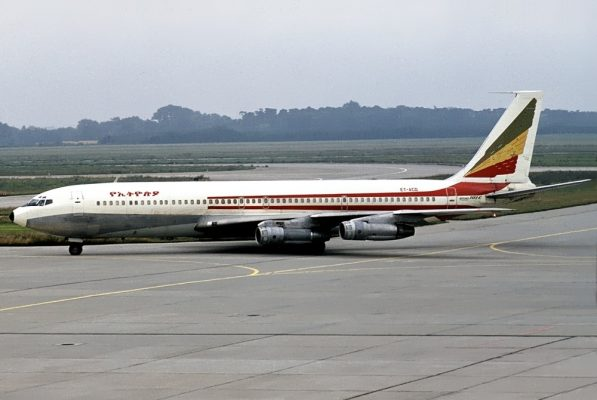 Ethiopian Airlines, Boeing 707-360C ET-ACD (SXF 19.11.1977)