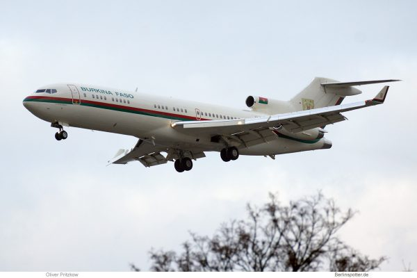 Burkina Faso, Boeing 727-200(RE)(WL) XT-BFA (TXL 20.2.2019)