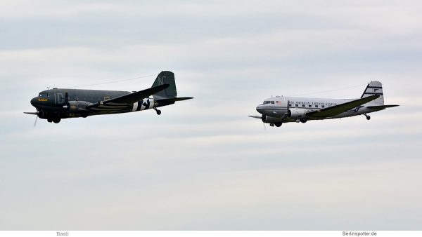 privat, Douglas DC-3C N74589 (li.) und N877MG (SXF 16.6.2019)