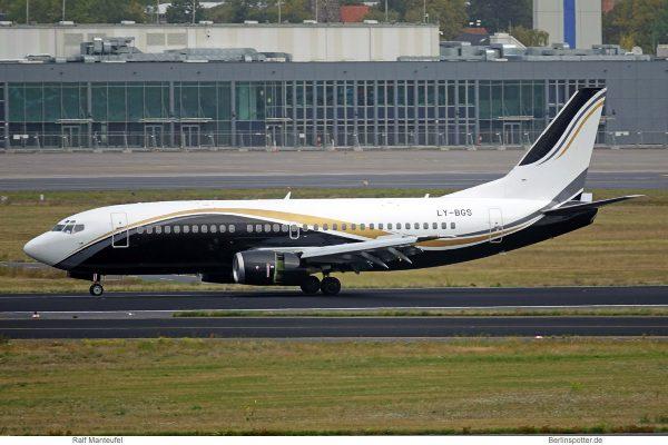 KlasJet Boeing 737-300 LY-BGS (SXF 16.9.2019)