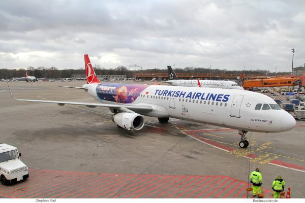 Turkish Airlines, Airbus A321-200 TC-JTR, Teknofest cs. (TXL 31.12.2019)
