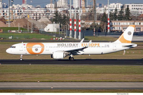 Holiday Europe, Airbus A321neo TC-OEE (SXF 29.12.2019)