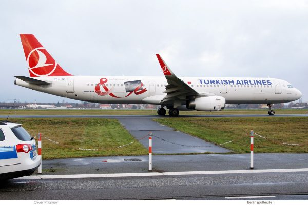 Turkish Airlines, Airbus A321-200(SL) TC-JTE (TXL 25.12.2019)