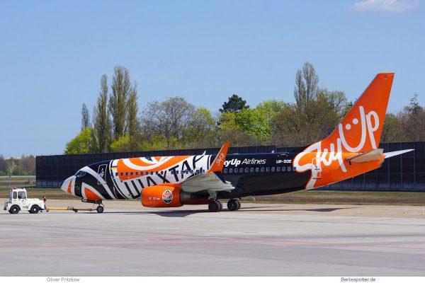 SkyUp Airlines, Boeing 737-700(WL) UR-SQE, FC Shakhtar-Bemalung (TXL 17.4.2020)