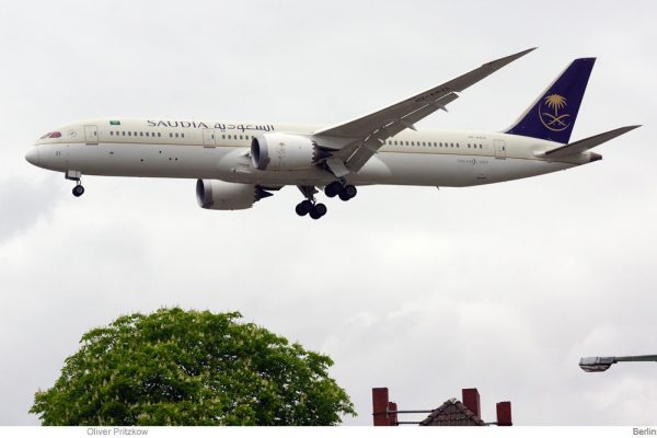 Saudia – Saudi Arabian Airlines, Boeing 787-9 HZ-AR23 (TXL 30.4.2020)
