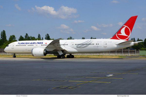 Turkish Airlines, Boeing 787-9 Dreamliner TC-LLB (TXL 25.6.2020)