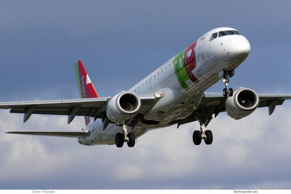 TAP Express, Embraer 190LR CS-TPQ (TXL 29.7.2020)