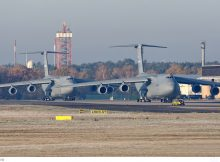 US Air Force Lockheed C-5M Galaxy 83-1285 und 86-0024 (TXL 14.11. 2016)