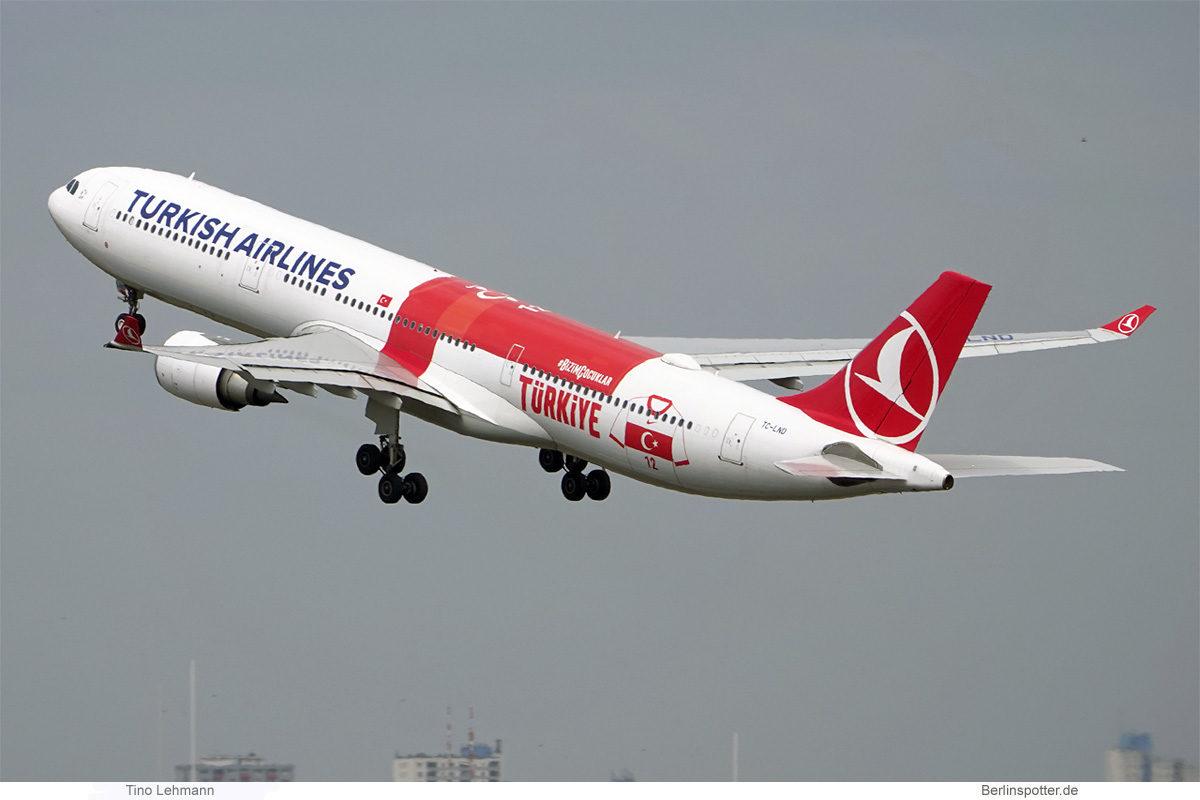 Turkish Airlines, Airbus A330-300 TC-LND, Turkey National Football Team cs (BER 19.7.2021)