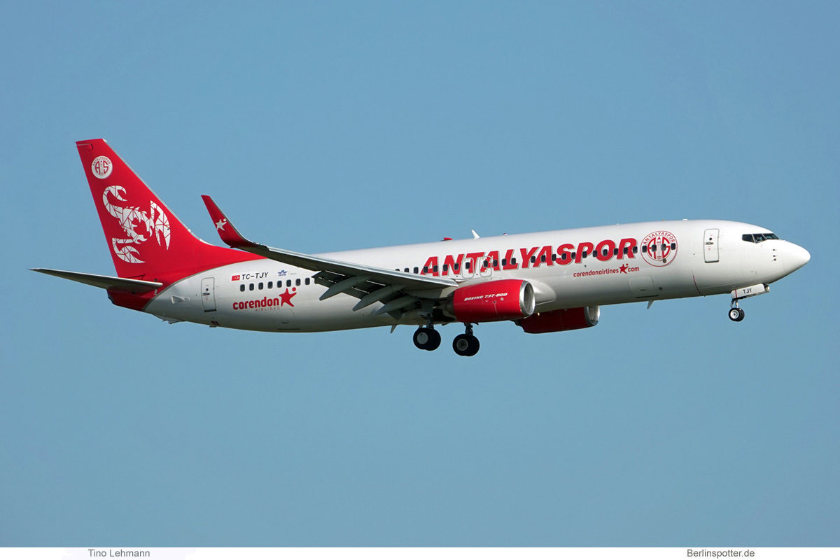 Corendon Airlines, Boeing 737-800(WL) TC-TJY, Antalyaspor-Bemalung (BER 30.7.2021)